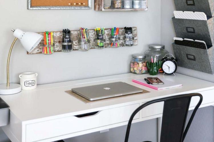 Kreasi di meja kerja dengan penyimpanan jar diy, karya Kristyn