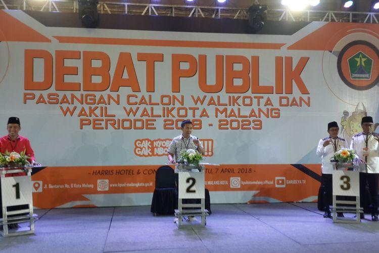 Tiga pasangan calon Pilkada Kota Malang saat debat kandidat di Hotel Harris, Kota Malang, Sabtu (7/4/2018) malam. Dua calon wali kota Malang absen karena ditahan KPK akibat kasus suap.