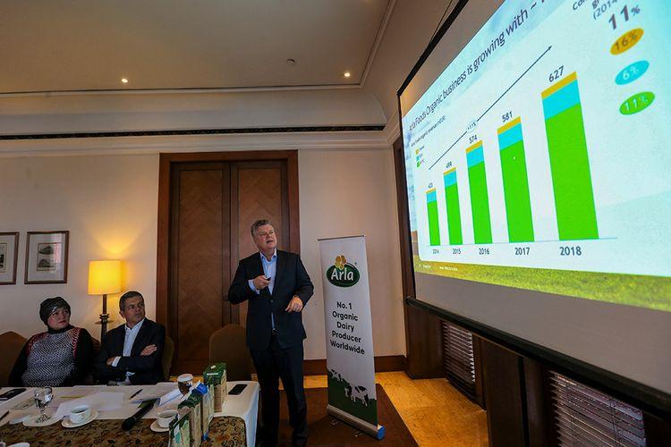 Tim Ørting Jørgensen saat menjelaskan perkembangan bisnis produk organik Arla (1/11/2019).