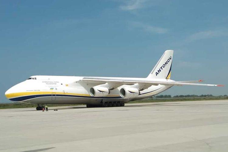 Pesawat berbadan lebar Antonov buatan Ukraina melakoni pendaratan perdana di Bandara Yogyakarta International Airport (YIA) di Kulon Progo, Daerah Istimewa Yogyakarta.