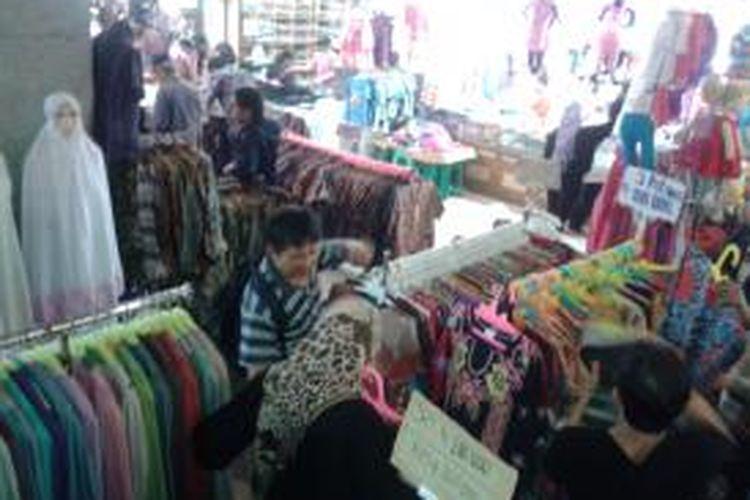 Suasana Pasar Blok A, Tanah Abang, Jakarta Pusat, Rabu (24/7/2013). Pengelolaan pasar tersebut akan kembali diserahkan kepada PD Pasar Jaya.