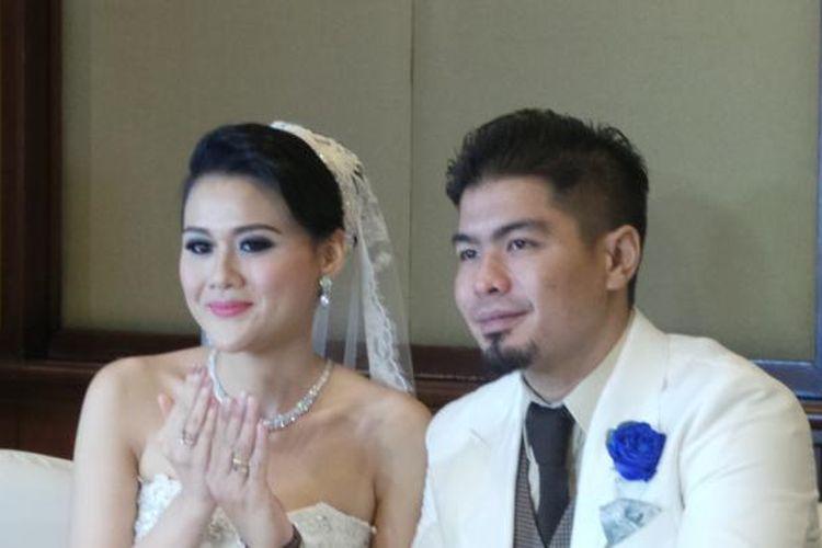 Bams eks Samson dan Mikha Vita Wijaya saat jumpa pers di Hotel Gran Melia, Jakarta, Sabtu (18/1/2014).