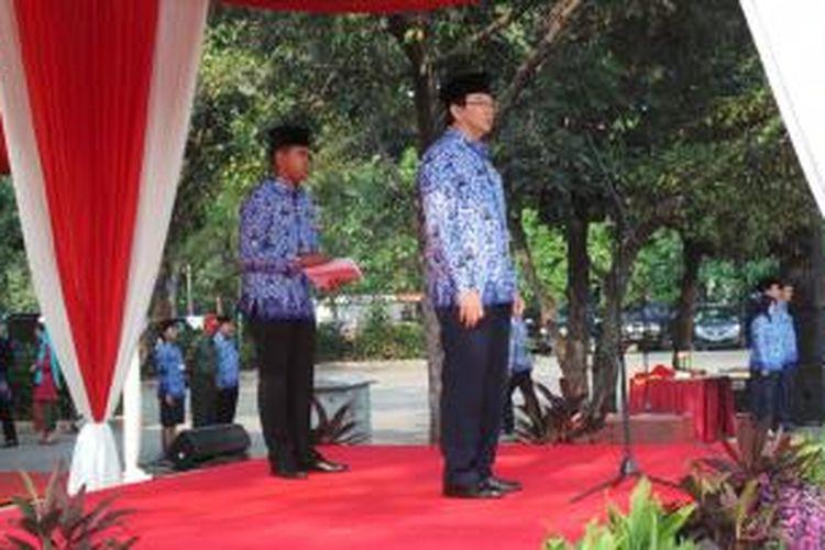 Wakil Gubernur DKI Jakarta Basuki Tjahaja Purnama saat menjadi inspektur upacara dalam upacara IKADA, di lapangan IRTI Monas, Jakarta, Kamis (19/9/2013).
