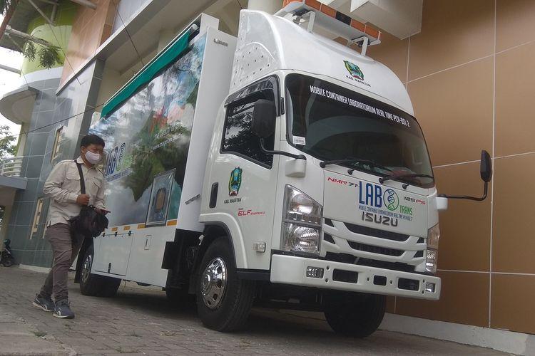 Pemerintah Kabupaten Magetan pada Bulan Oktober 2020 membeli laboratorium mobile PCR mobile seharga Rp 3,8 miliar rupiah. Mobile container laboratorium real time PCR BSL 2 milik Pemkab Magetan ini dilengkapi 2 unit PCR yang mampu menangani 500 sample uji swab dalam sehari.