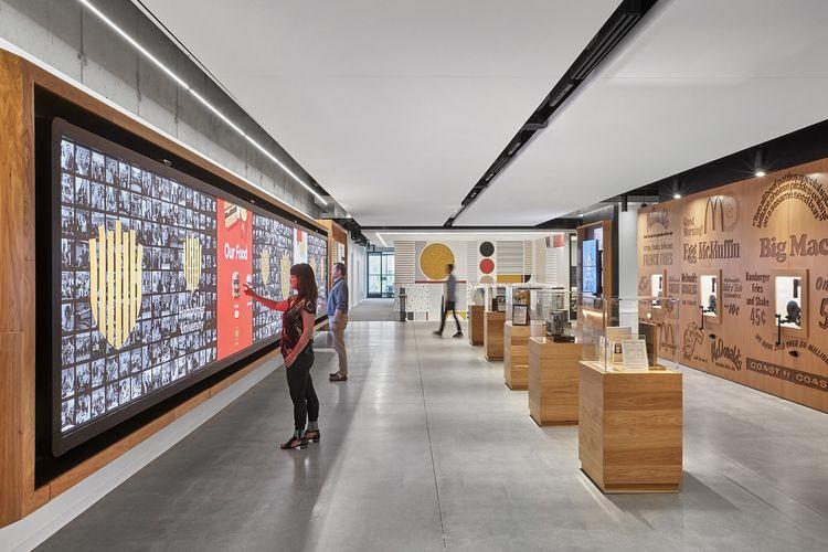 Ruangan khusus ini ditata layaknya sebuah museum atau galeri.