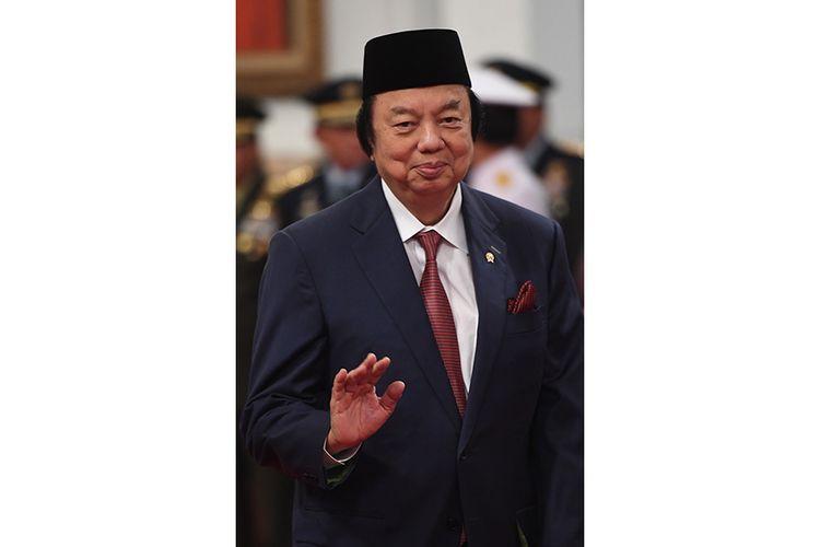 Anggota Dewan Pertimbangan Presiden (Wantimpres) Dato Sri Tahir berpose sebelum upacara pelantikan di Istana Merdeka, Jakarta, Jumat (13/12/2019). Presiden resmi melantik sembilan orang Wantimpres periode 2019-2024.