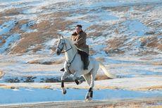 Korea Utara Rilis Foto Kim Jong Un Berkuda di Gunung Keramat, Ini Pesan di Baliknya