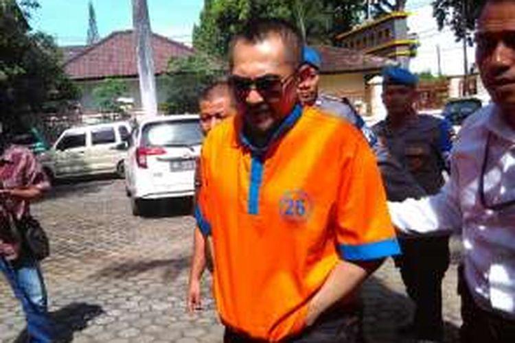 Gatot Brajamusti dan istrinya Dewi Aminah dilimpahkan ke Kejaksaan, Rabu (14/12/2016).
