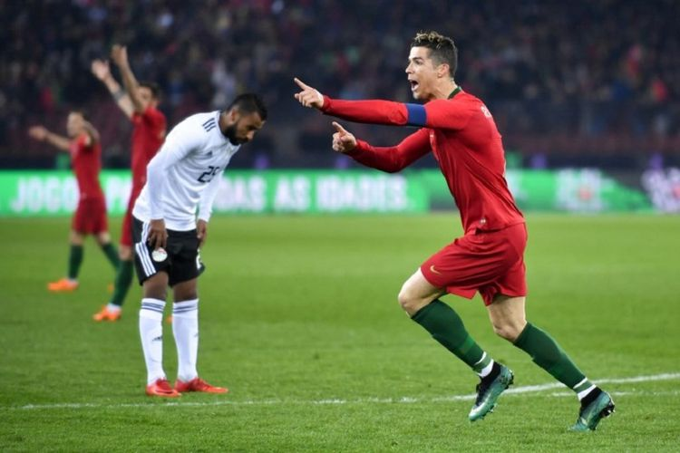 Cristiano Ronaldo merayakan gol timnas Portugal ke gawang timnas Mesir pada laga uji coba di Zurich, Jumat (23/3/2018).