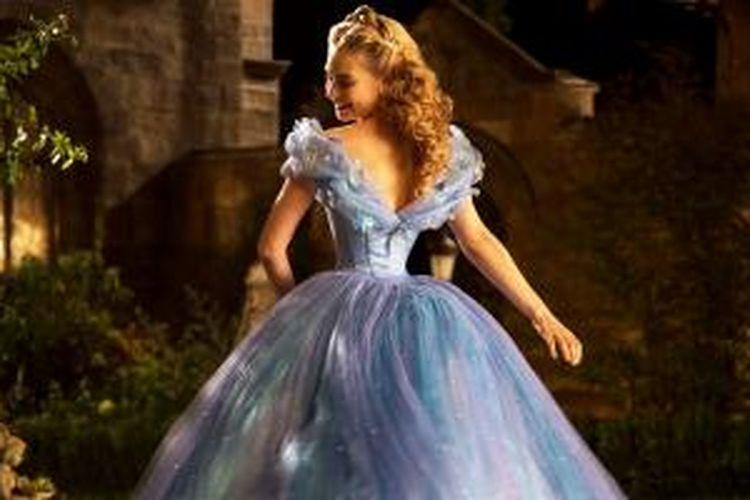 Lily James, pemeran film Cinderella (2015) sendiri mengakui bahwa ukuran pinggangnya yang sangat kecil disebabkan oleh penggunaan korset ketat dan konsumsi minuman diet.