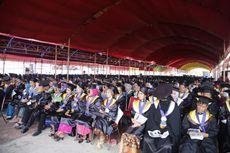 Tempat Wisuda Beratap Tenda, Lulusan Untad Diajak Tidak Larut Berduka