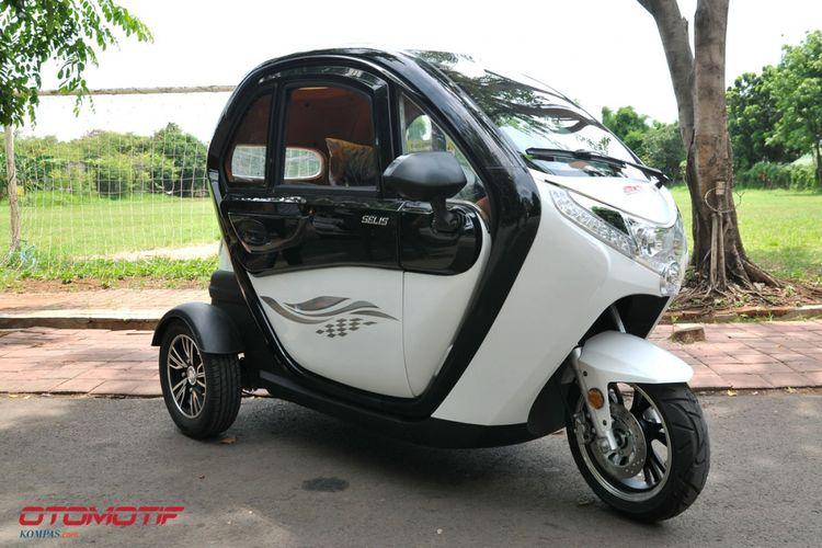 Salah satu model kendaraan listrik roda tiga Selis Balis.