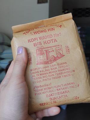 Kemasan kopi dari Toko Sedap Djaja Wong Hin atau Kopi Bis Kota, Jatinegara, Jakarta Timur