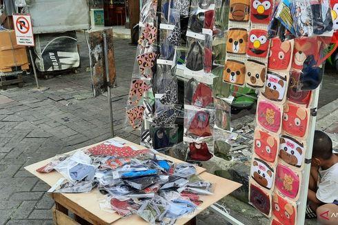 Dampak Covid-19, PKL Pasar Baru Metro Atom Beralih Jualan Masker