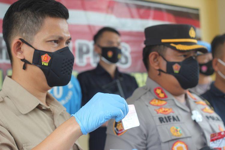 Jajaran Satreskrim Polres Cianjur, Jawa Barat, merilis kasus dugaan tindak pidana korupsi yang dilakukan seorang oknum pendamping PKH. Tersangka PI (33) diduga telah menggelapkan dana warga miskin sebesar Rp107 juta.