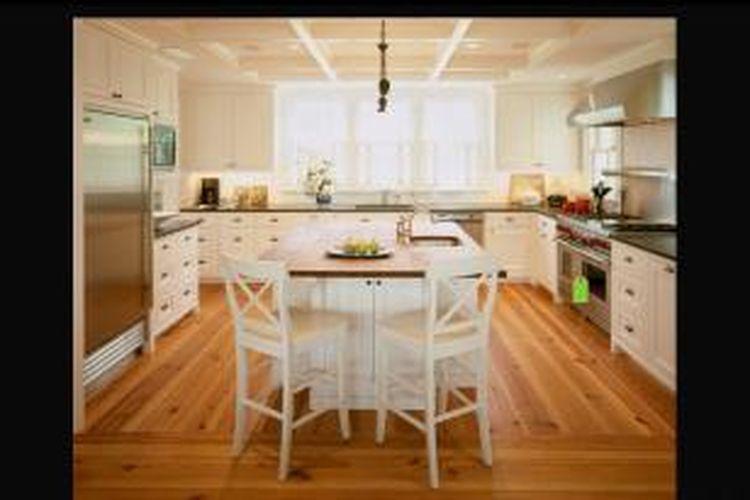 Cuka dapat digunakan di ruang-ruang lain, mulai dari ruang tamu hingga kamar tidur. Gunakan juga larutan cuka untuk membersihkan lantai, pintu, dan dinding kayu yang tidak diberi lapisan lilin.