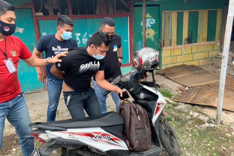 Seorang kurir sabu-sabu berinisial S ditangkap Polres Jakarta Barat di kawasan Kapuk Muara, Penjaringan pada Jumat (22/1/2021).