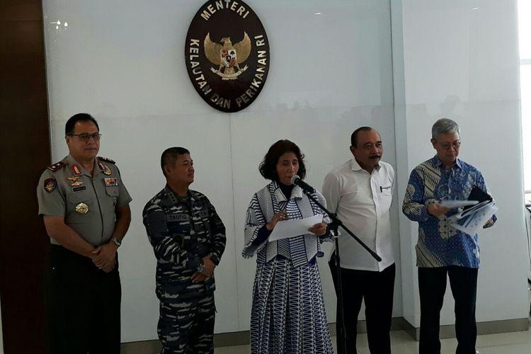 Menteri Kelautan dan Perikanan Susi Pudjiastuti dalam konferensi pers di Kantor Kementerian Kelautan dan Perikanan (KKP), Senin (12/2/2018).