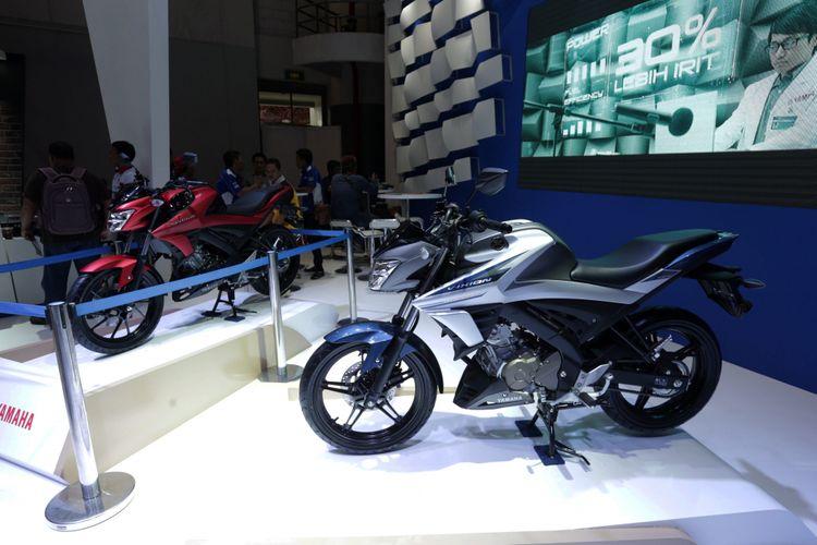 Generasi terbaru Yamaha V-Ixion dipamerkan pada ajang Indonesia International Motor Show (IIMS) 2017 di JI Expo, Kemayoran, Jakarta, Jumat (28/4/2017). Sepeda motor sport terlaris Yamaha ini kini tampil lebih slick, terasa semakin modern.