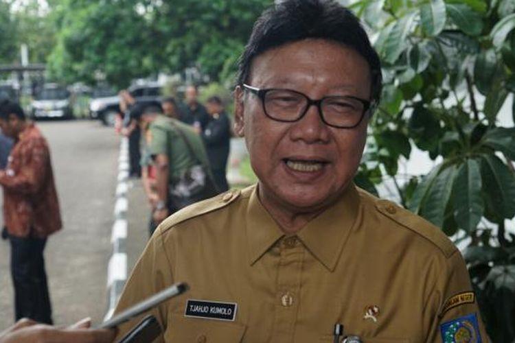 Menteri Dalam Negeri Tjahjo Kumolo usai memberi pengarahan pada Rapat Pimpinan (Rapim)TNI tahun 2017 di Aula Gatot Subroto, Mabes TNI, Cilangkap, Jakarta Timur, Senin (16/1/2017).