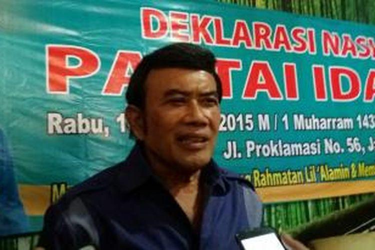 Ketua Umum Partai Islam Damai Aman (Idaman) Rhoma Irama usai konferensi pers di Sekretariat Partai Idaman di Jl. Dewi Sartika No.44, Jakarta, Senin (12/10/2015)