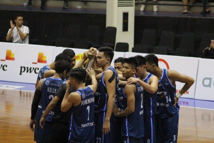 Amartha Hangtuah setelah mampu meraih kemenangan atas Pacific Caesar Surabaya pada hari kedua Piala Presiden Bola Basket 2019 di GOR Sritex Arena, Kamis (21/11/2019)