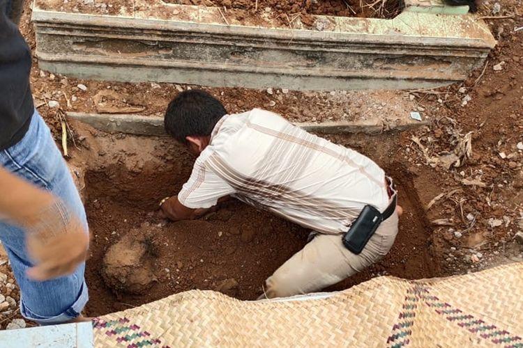 Heriyanto (55) kakak kandung Aprianita (50) PNS Kementerian Pu yang ditemukan tewas dicor di TPU Kandang Kawat, Palembang, Jumat (25/10/2019).
