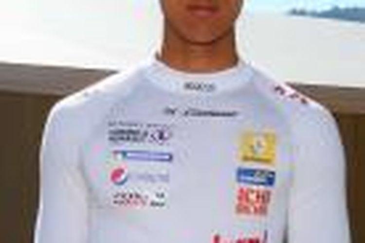 Pebalap muda Indonesia Sean Gelael mengalami kecelakaan dan harus terhenti di race pertama pada lintasan Red Bull Ring, Austria.