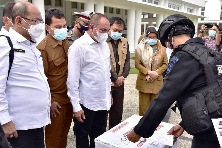 Gubernur Sumut Edy Rahmayadi menerima 40.000 ampul vaksin Covid-19 di rumah dinasnya, Selasa (5/1/2021)