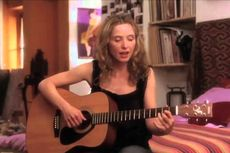 Lirik dan Chord Lagu A Waltz For a Night dari Julie Delpy