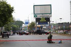 BERITA FOTO: Tim Gegana Periksa Tas Mencurigakan di Tengah Jalan Depan Hotel Sultan