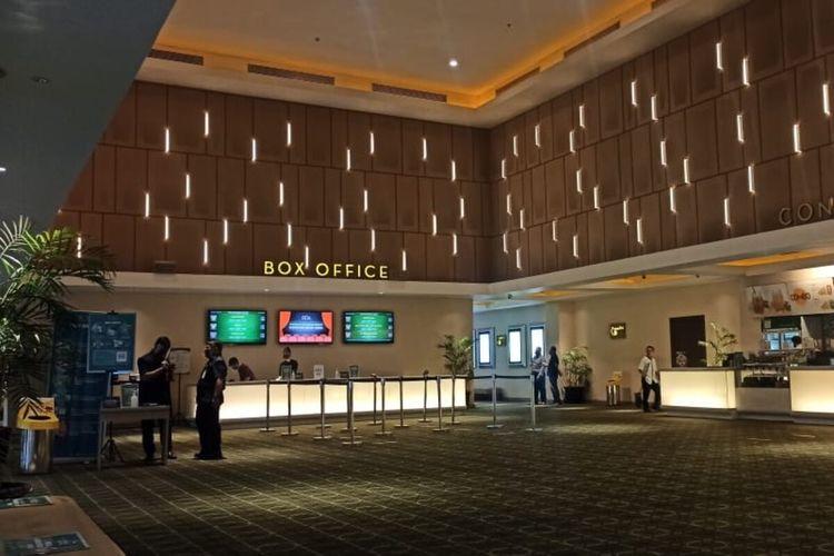 Bioskop XXI Solo Paragon Mal dibuka kembali dengan prokes ketat setelah adanya pelonggaran PPKM mikro di Solo, Jawa Tengah.