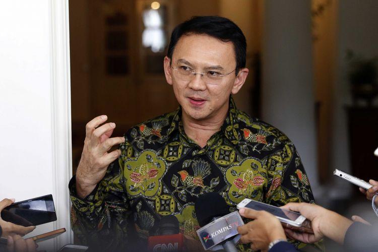 Gubernur DKI, Basuki Tjahaja Purnama saat memberikan keterangan pers di Balai Kota, Jalan Medan Merdeka Selatan, Jakarta pusat, Kamis (20/4/2017).
