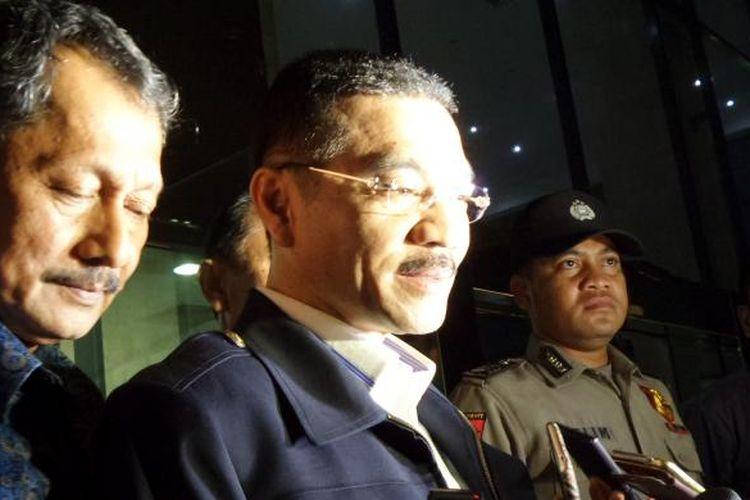 Mantan Menteri Dalam Negeri, Gamawan Fauzi, seusai diperiksa di Gedung KPK Jakarta, Kamis (20/10/2016).