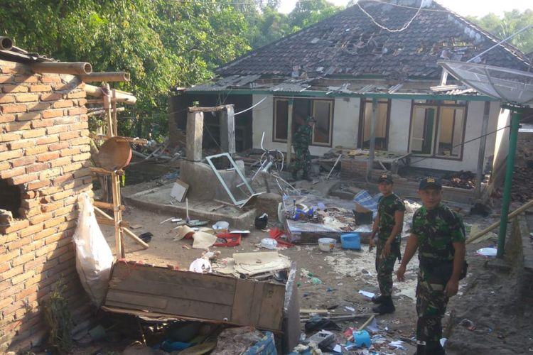 Lombok Timur, Kompas Com, inilah kondisi rumah jemaat Ahmadiyah yang dirusak.massa, Sabtu hingga Minggu lalu