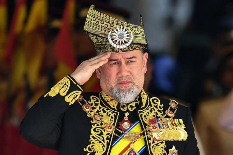 Sultan Muhammad V mengundurkan diri dari sebagai Raja Malaysia usai kabar pernikahannya dengan putri kecantikan Rusia tersebar.