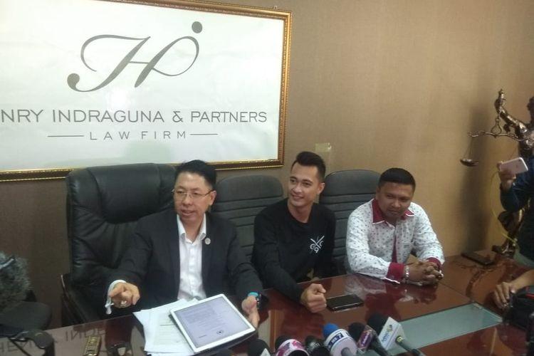 Eza Gionino dan Henri Indraguna, kuasa hukum saat dijumpai di kawasan Permata Hijau, Jakarta Selatan, Selasa (14/1/2020).