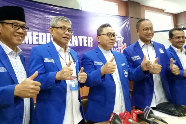 Ketua Umum PAN Zulkifli Hasan seusai pembacaan Rekomendasi Rakernas PAN di Bandung, Jawa Barat, Rabu (23/8/2017)