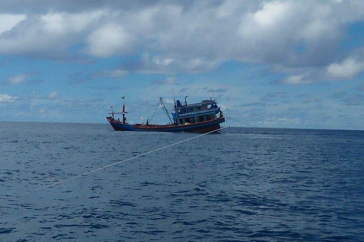 Aliansi Nelayan Natuna, Kepulauan Riau (Kepri) menolak kehadiran kapal-kapal Cantrang yang saat ini mulai marak di Perairan Naruna, Kepri. Mirisnya lagi kapal-kapal yang berasal dari pantura ini melakukan tangkapan menggunkan cantrang dibawah 12 mil laut.