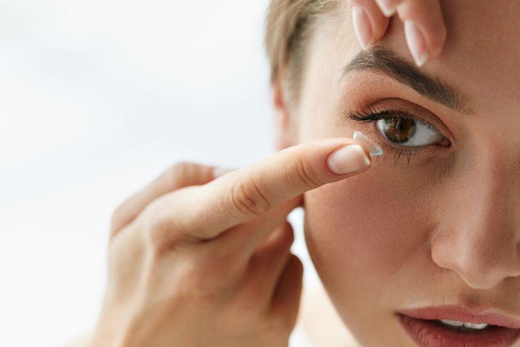 Ilustrasi lensa kontak