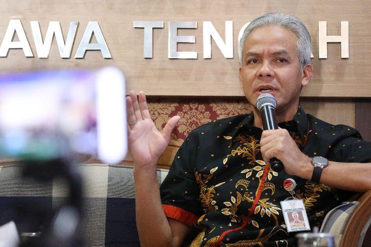 Gubernur Jawa Tengah Ganjar Pranowo saat dialog bersama Ombudsman di kantor Persatuan Wartawan Indonesia (PWI), Semarang, Rabu (14/8/2019)