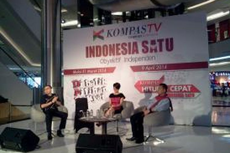 General Manager News and Current Affair Kompas TV Buyung Wijaya Kusuma, serta dua Host