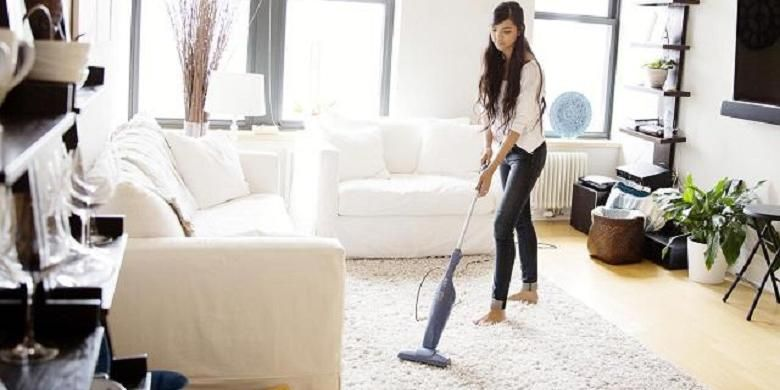 Membersihkan ruangan atau karpet menggunakan penyedot debu (vacuum cleaner), memang praktis. Namun, Anda harus memastikan telah menggunakannya dengan benar.