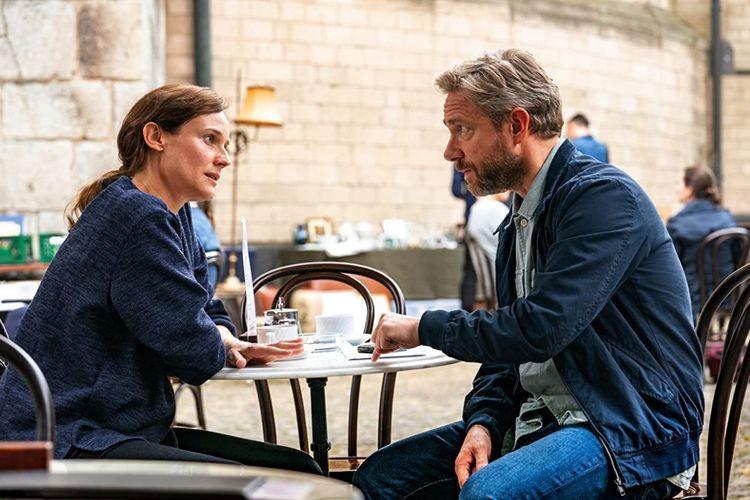 Diane Kruger dan Martin Freeman dalam film thriller The Operative (2019).