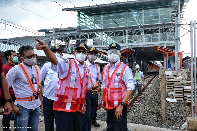 Menteri Perhubungan Budi Karya Sumadi melakukan tinjauan ke Stasiun Bekasi, Minggu (18/4/2021).