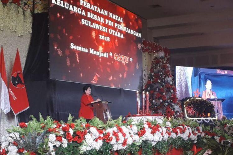 Ketua Umum PDI-P Megawati Soekarnoputri saat memberikan sambutan acara peryaaan Natal keluarga besar PDI-P Sulawesi Utara, di Manado Grand Palace (MGP), Sulawesi Utara pada Jumat (21/12/2018) malam.