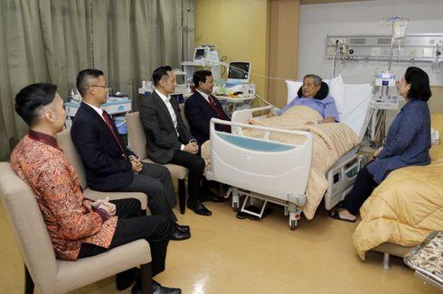 FOTO: Hangatnya Pertemuan Prabowo dan SBY di RSPAD Gatot Subroto...