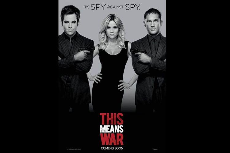 Reese Witherspoon, Tom Hardy, dan Chris Pine dalam film komedi aksi This Means War (2012).