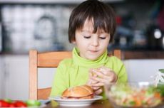 Kesukaan pada Makanan Manis Dimulai sejak Dini