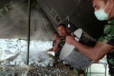 10 Personel Kodam Masak hingga 1 Ton Beras Tiap Hari untuk Pengungsi Gunung Agung
